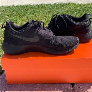 Nike Roshe size 7.5 black